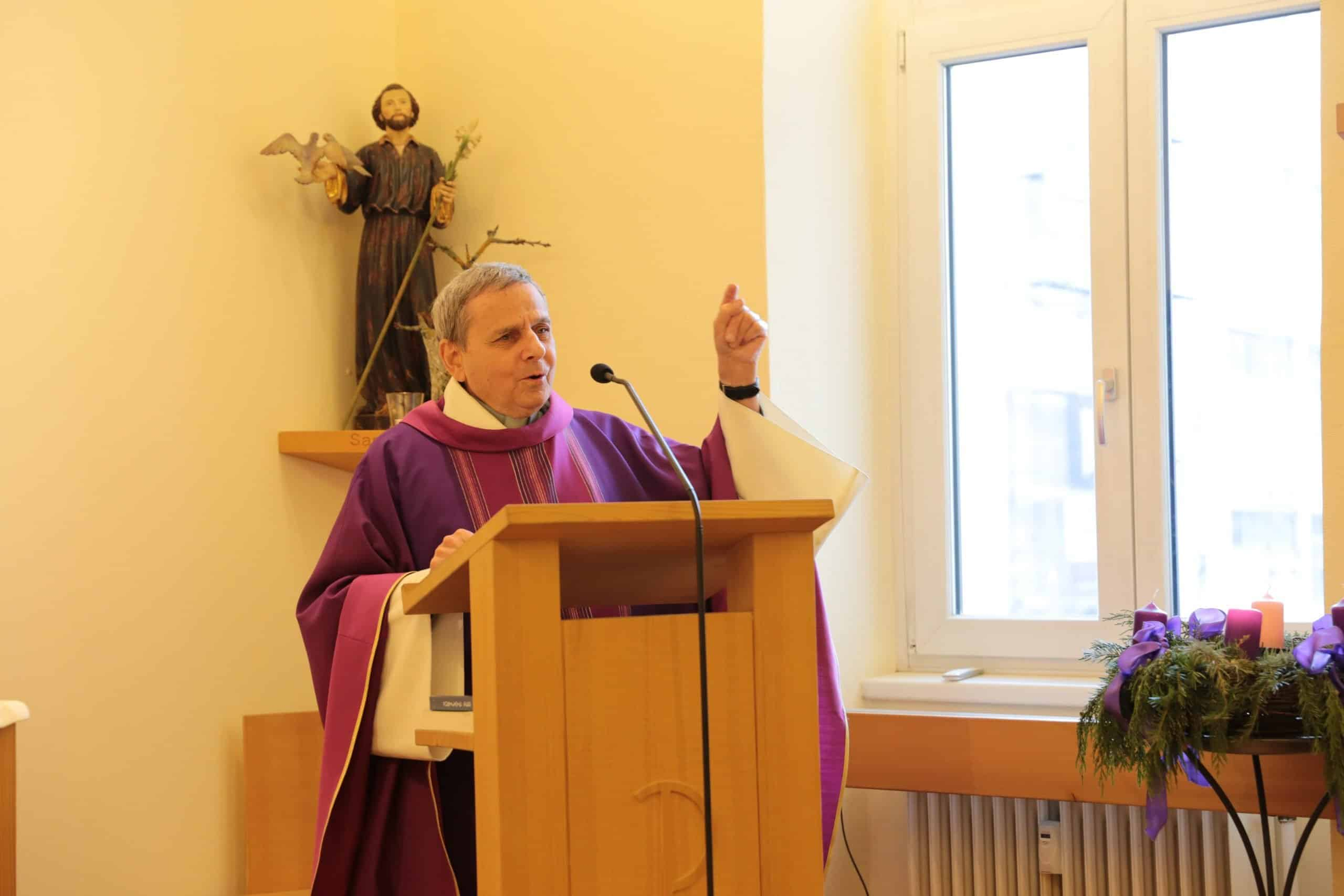 Pfarrer Winfried Abel predigt
